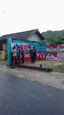 PPK Kedaton Pasang Alat Peraga Kampanye (APK) Pilgub Lampung 2018