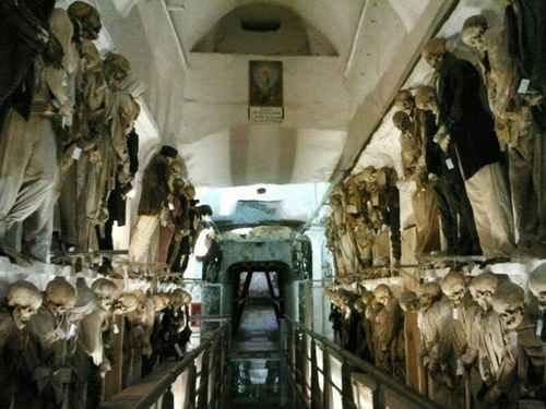 Kuburan Teraneh dan Terunik