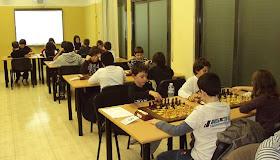 Infantiles jugando un campeonato de rápidas en el Club Ajedrez Mollet