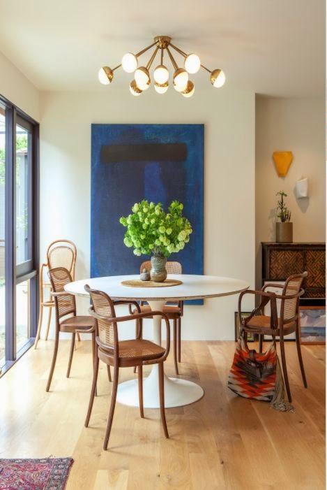 comedor con deco silla thonet mesa tulip vintage