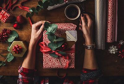 Holiday Gift Budgeting Tips