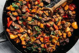 Whole30 Steak Bites with Sweet Potatoes and Peppers #dinnerrecipe #food