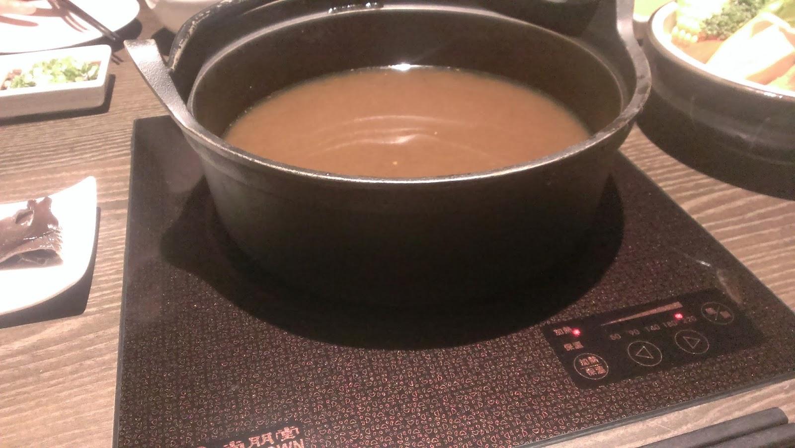 2014 11 08%2B18.32.48 - [食記] 香聚鍋 - 高價、精緻的火鍋,食材新鮮多樣適合好久不見的小聚