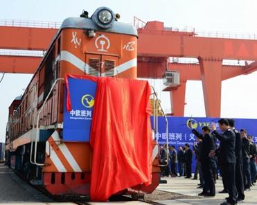 中国浙江省金華市義烏(Yiwu)からモスクワ経由でスペインのマドリッドまで行貨物列車と開通式