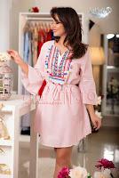 Rochie lejera cu dungi roz si ciucuri aplicati