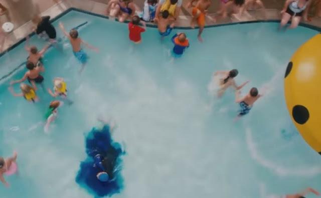 Urinar em piscina