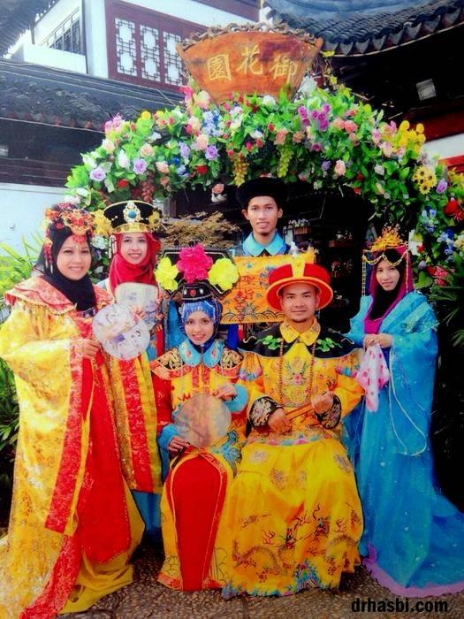 Melancong percuma ke Shanghai dengan Awesomazing team pakai baju maharaja cina
