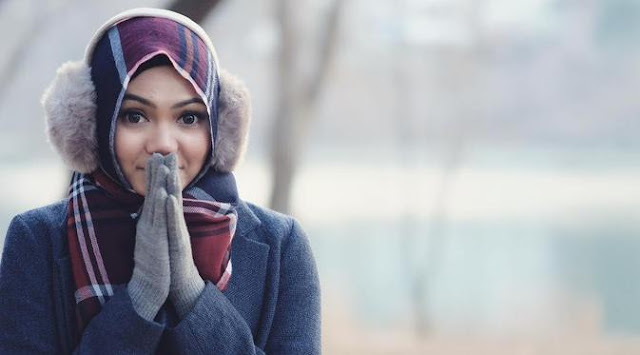Ketika Rina Nose Lepas Jilbab