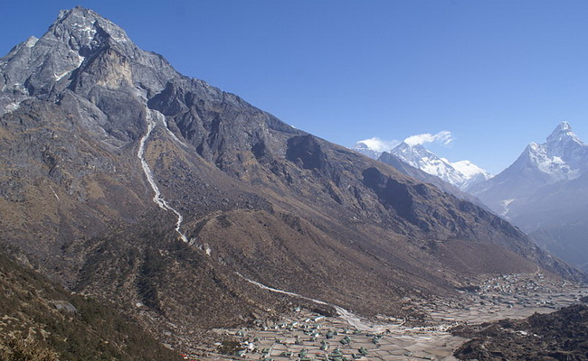 Xvlor.com Khumbu is Everest Region and Sherpa villages in Himalayan valley