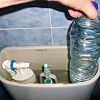 Modo de ahorrar el líquido elemento en el WC