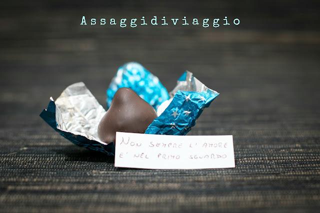 Bacio al cioccolato fondente, arancia candita, caramello salato ed arachidi pralinate