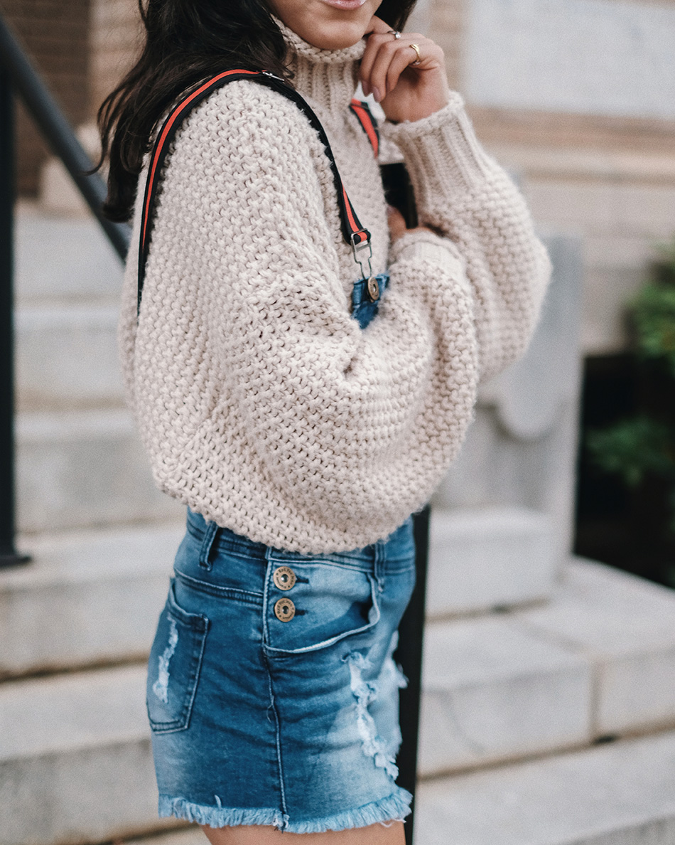 sweater and overalls outfit ideas, best chunky sweater outfits