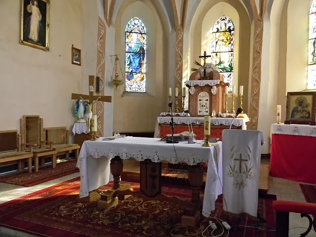 Kościół w Mirocinie Górnym - widok na ołtarz.