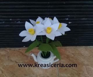 Ide Kreatif Membuat Bunga Daffodil dari Kain Flanel
