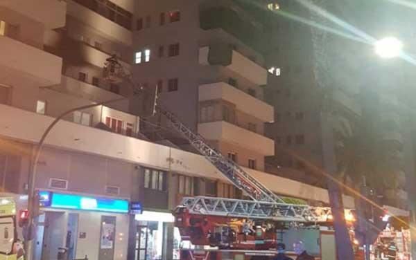 Evacuan por incendio a vecinos en un edificio de Mesa y López donde un hombre de 60 años ha resultado herido