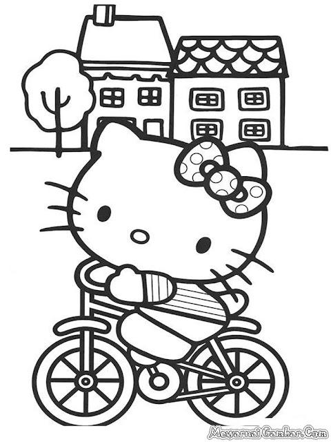 Hello Kitty Bermain Dengan Sepeda Didepan Rumah