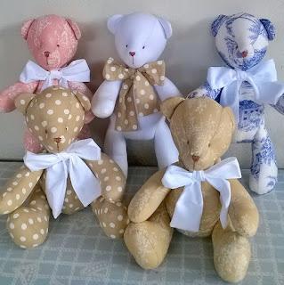 ursos de pano para decoração de quarto de bebê