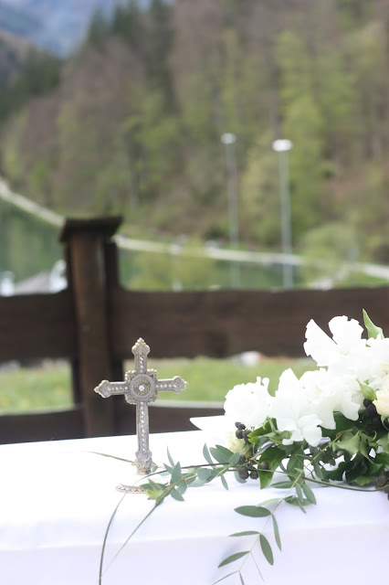 Evangelische Trauung unter freiem Himmel, Hochzeit in Pastell, zauberhaft heiraten mit zarten Farben, Riessersee Hotel Garmisch-Partenkirchen, Hochzeitslocation am See in den Bergen, Maihochzeit 2017