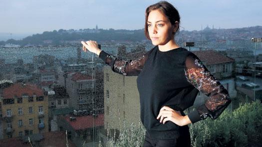 Oyku Karayel Wiki Biography, Pics, Age,Image,Profile,Tv Serial,Turkish Hottie
