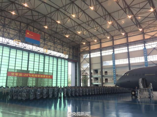 طائره النقل الثقيل الصينيه الجديده Xian Y-20  Xian%2BY-20%2Bmilitary%2Btransport%2Baircraft%2Bhand%2Bover%2Bceremony%2B4