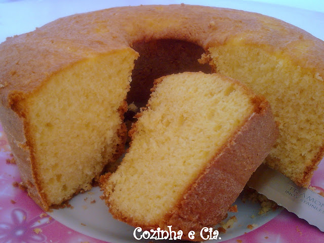 Resultado de imagem para bolo de maizena simples