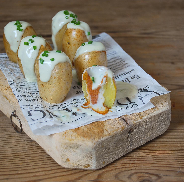 Patatas al cabrales con praliné de avellanas
