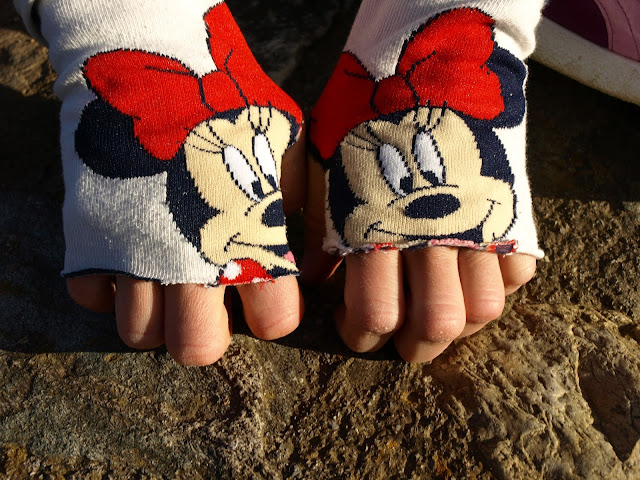 Πως-να-μετατρέψετε-τις-τρύπιες-κάλτσες-σας-σε-ένα-ζευγάρι-γάντια