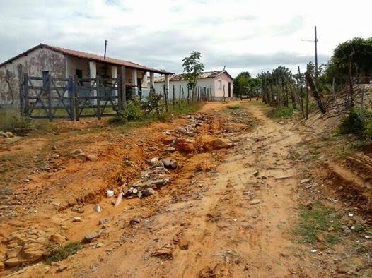 Resultado de imagem para fotos buracos nas ruas de Jeremoabo