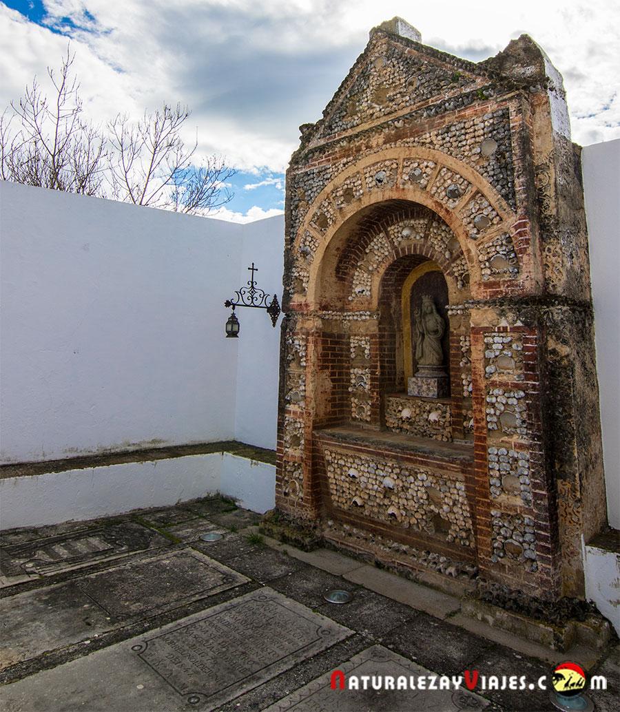 Capilla de los huesos en Faro, Algarve