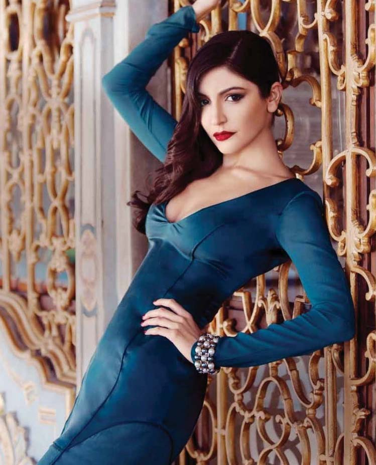 Splendid and glorious Anushka sharma new pics