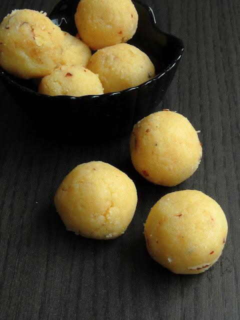 Khoya Coconut laddoos, Coconut Khoya Laddoo