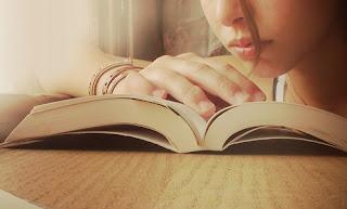 بين كتبها ..‼ الغلا
