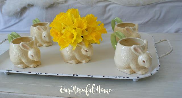 Collectible HMK LIC. Easter bunny garden handle mug vase daffodils