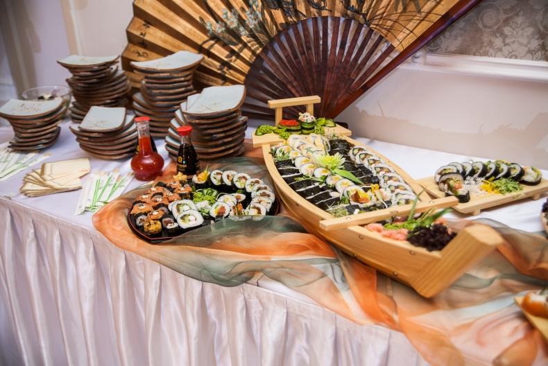 Unikalne Atrakcje weselne: stół sushi. | QD37