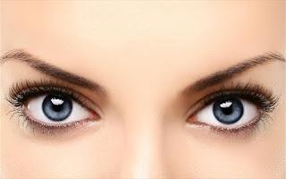 Η υπερβολική έκθεση στον ήλιο αυξάνει τις «φακίδες» στην ίριδα των ματιών
