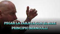 Pegar la tarjeta con el aire. Principio Bernoulli