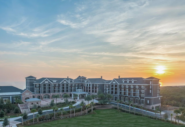 Experience Destin Florida's finest beach resort, The Henderson. Thoughtfully designed as your home away from home, featuring 170 spacious guest rooms.