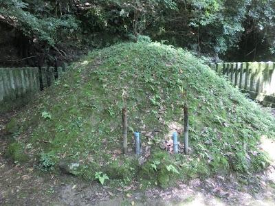新羅三郎義光の墓