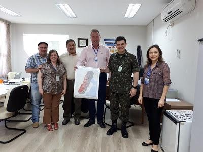 CPRM entrega mapa com áreas graníticas limítrofes a BR 116 para o Comando Militar do Sul