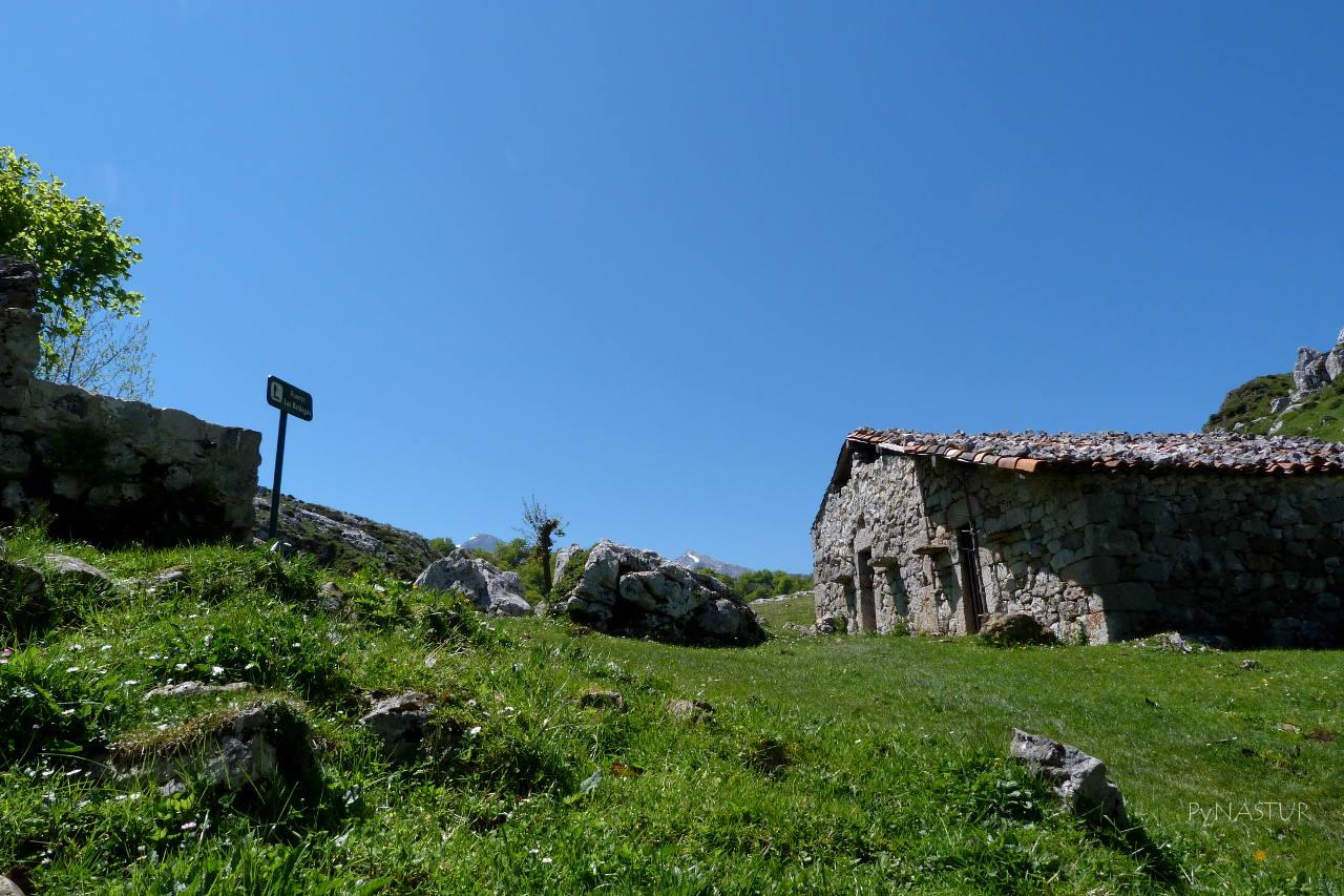 Cabaña y fuente de Las Reblagas - Lagos de Covadonga - Picos de Europa