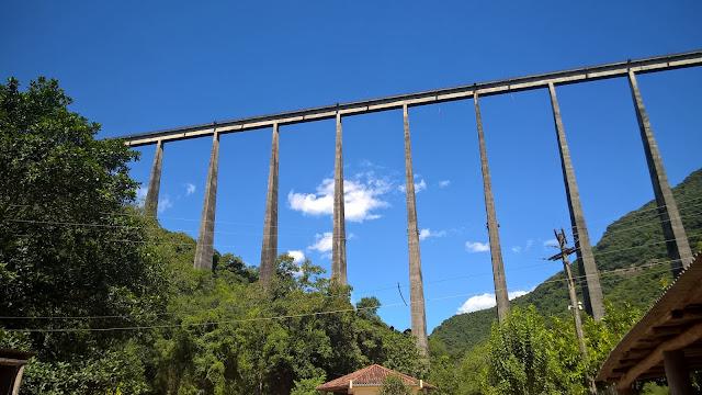 Vista lateral do Viaduto 13
