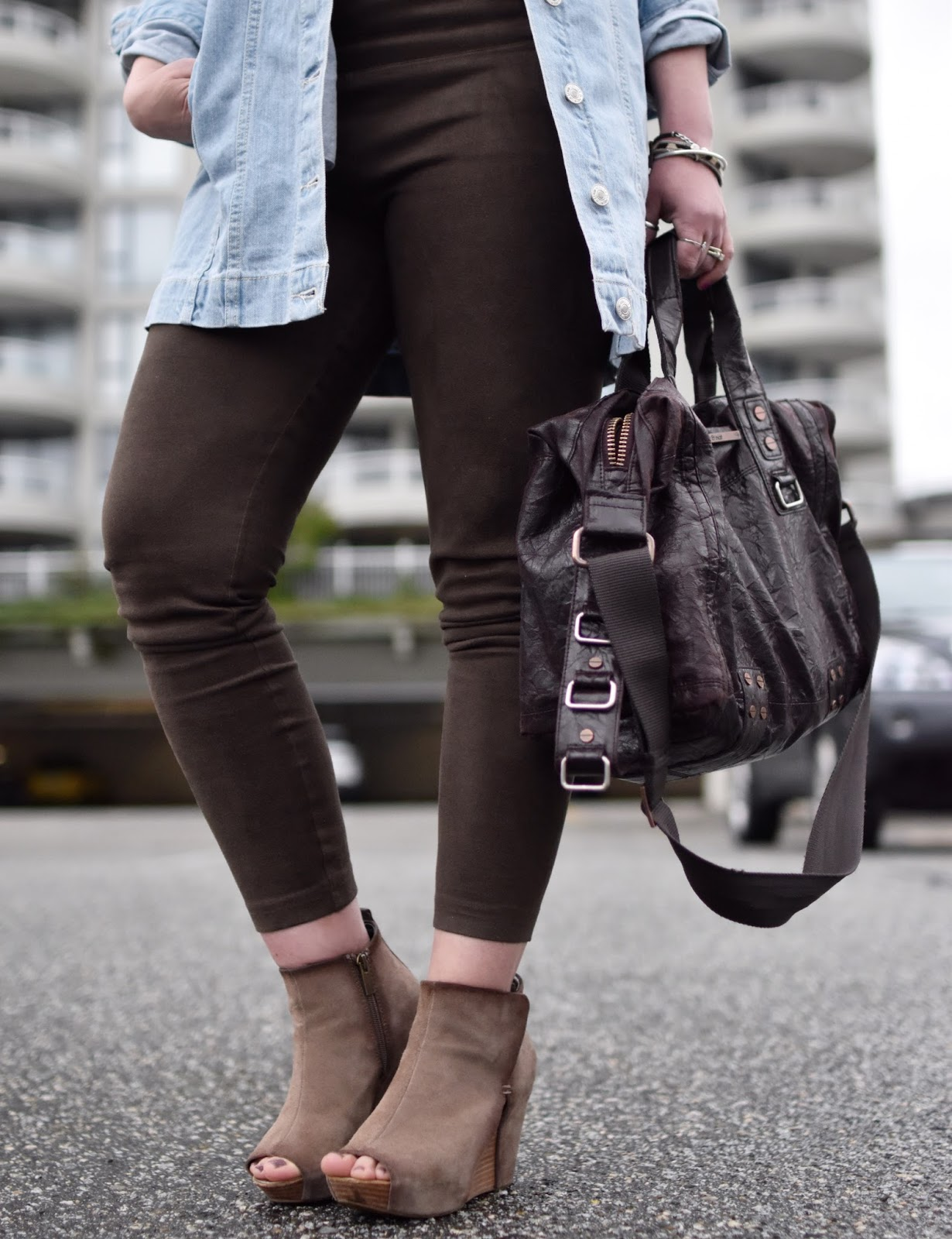 Monika Faulkner outfit inspiration - vegan suede leggings, oversized denim jacket, open-toe wedge booties, matt & nat bag