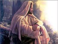 Иисус в задумчивости сидит на камне.