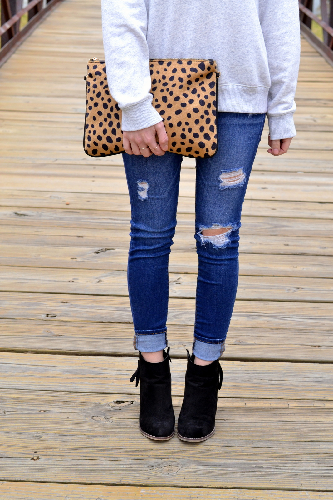 Leopard_Clutch_Ripped_Denim_Casual
