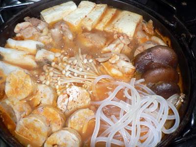 夕食の献立 タラ・あん肝・鶏のキムチ鍋