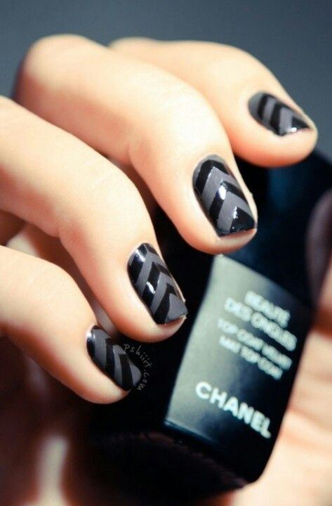dark nail art design