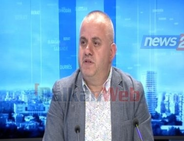 Artan Hoxha journalist in News 24 studio
