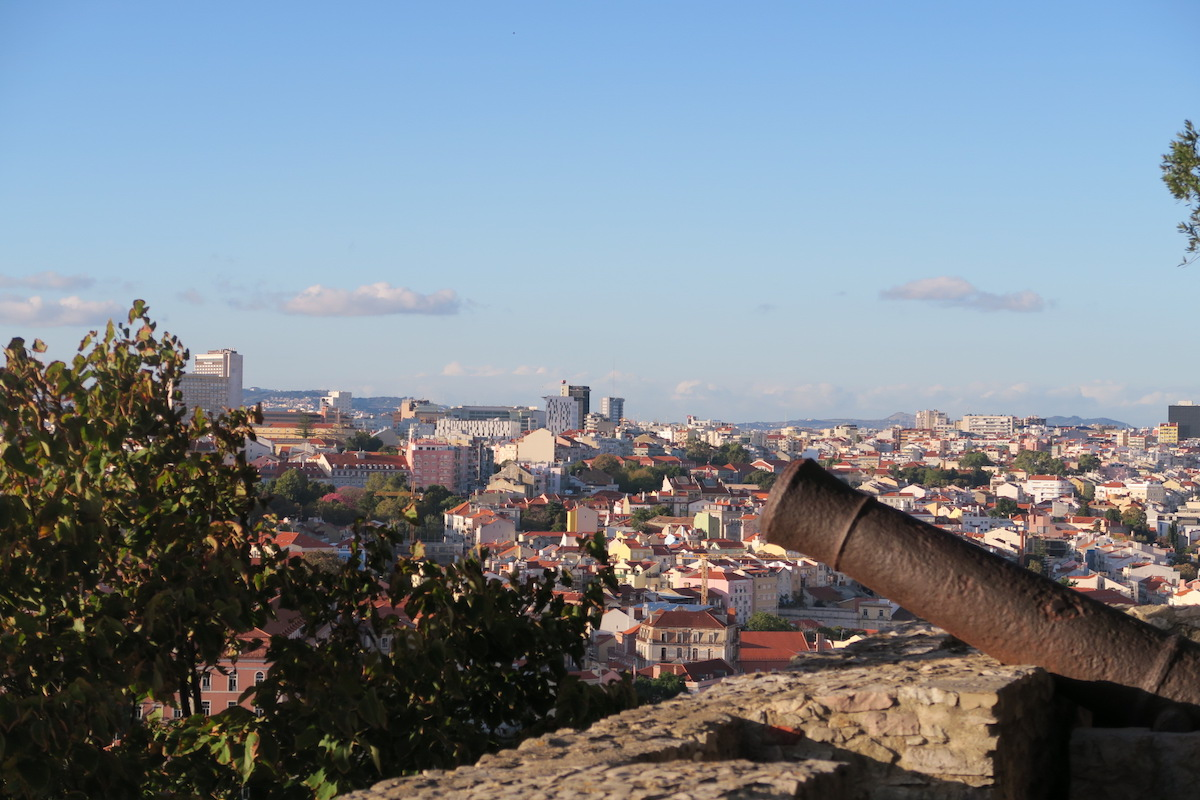 This is an amazing photo of Lisbon from a higher view at the São Jorge Castle