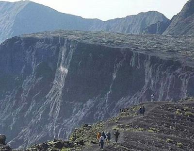 Gunung Tambora Wisata pendakian gunung Bima