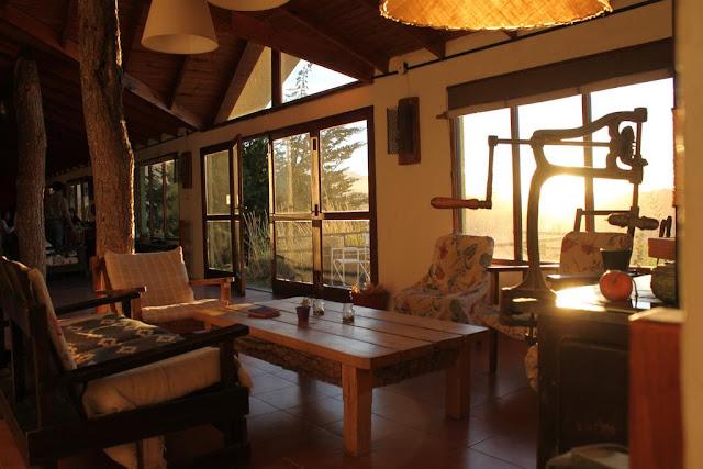 Área de estar da Hostería Los Barrancos em El Calafate
